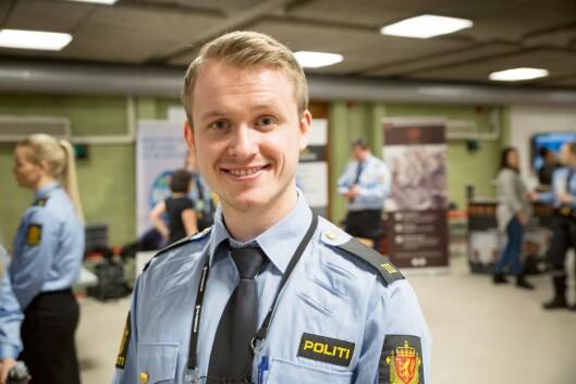 KONTAKTSØKENDE: B3-student Ole Magnus Pedersen sier det var nyttig å møte representanter fra politidistriktene, med tanke på framtidig jobb i etaten.