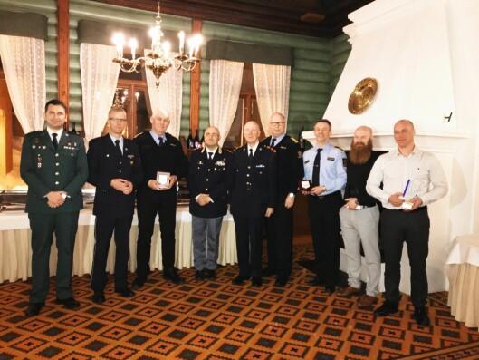 HEDER OG ÆRE: Under en seremoni i Oslo i april, fikk Trond og Kenneth overrakt en pris fra Tispol for enestående politiarbeid innenfor trafikkfeltet.