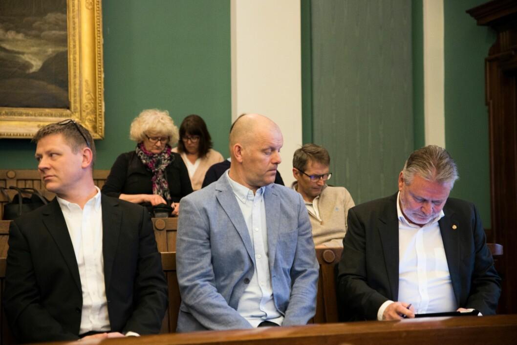 Politimannen Thorbjørn Selstad Thue i midten, flankert av Roar Fosse og Victor-Bjørn Nielsen fra Politiets Fellesforbund.