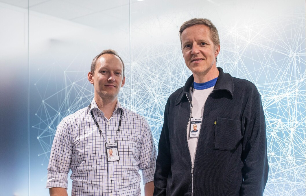 Ketil Froyn og Per Jørgen Walstrøm ved Kripos har testet Hansken.