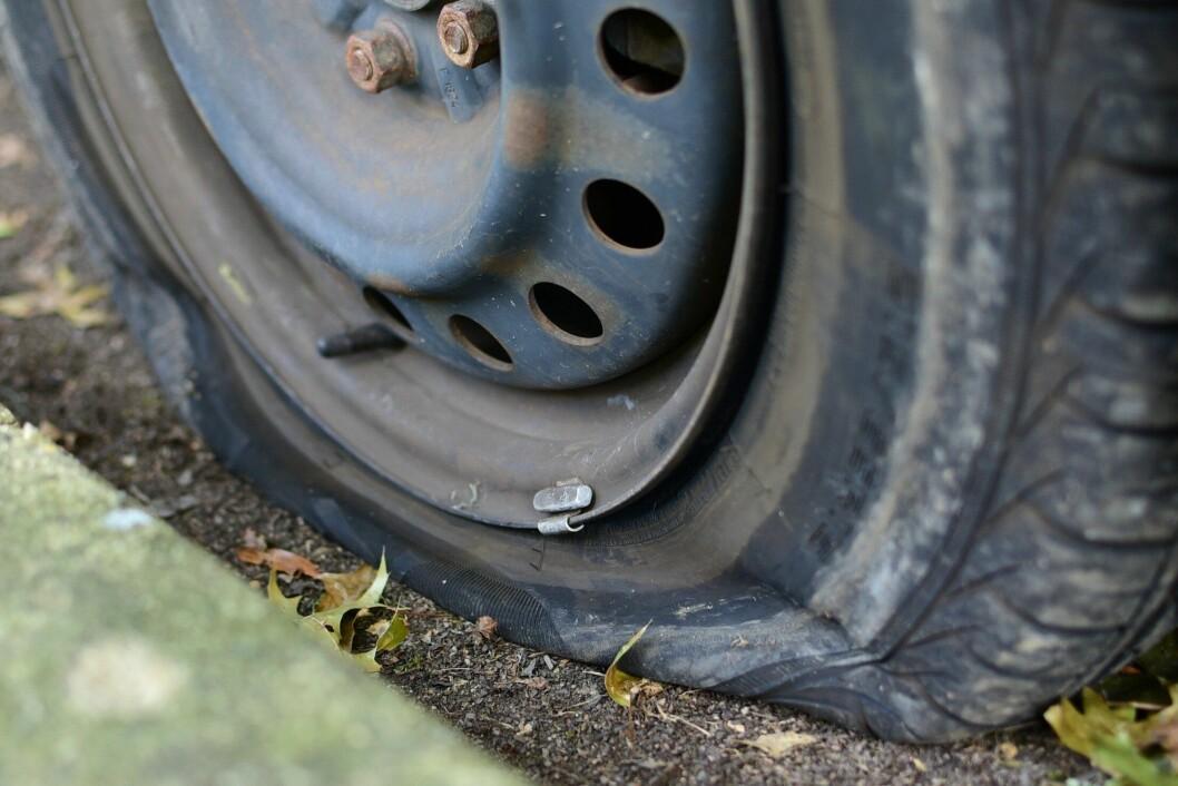 En lastebilsjåfør punkterte, og deretter ble dekket borte. Med politiets hjelp.