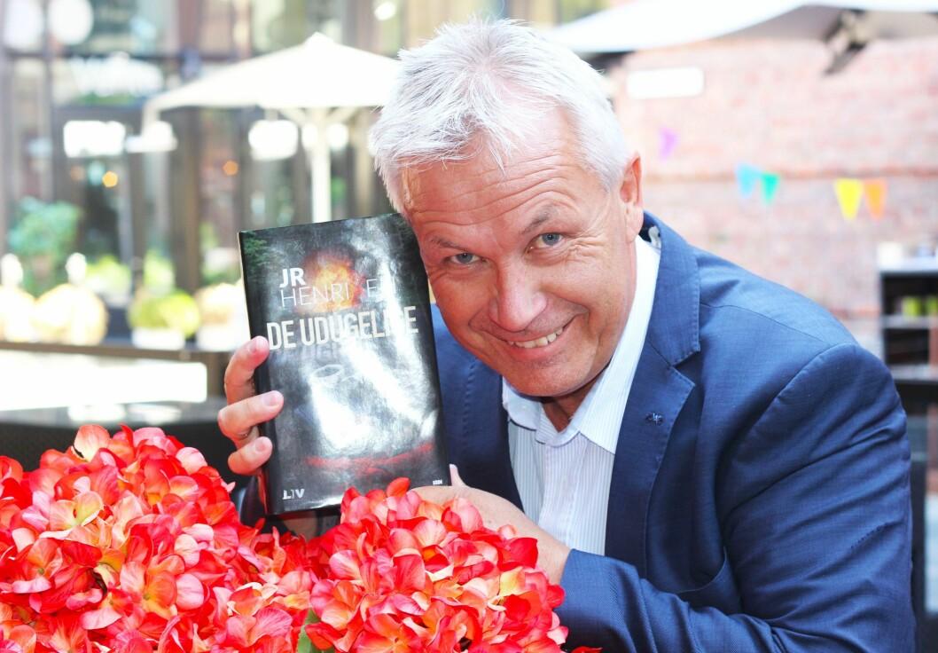 Krim og humor: I sin nye bok har Jan-Robert Henriksen brukt humorelementer for å lage en annerledes krimbok.
