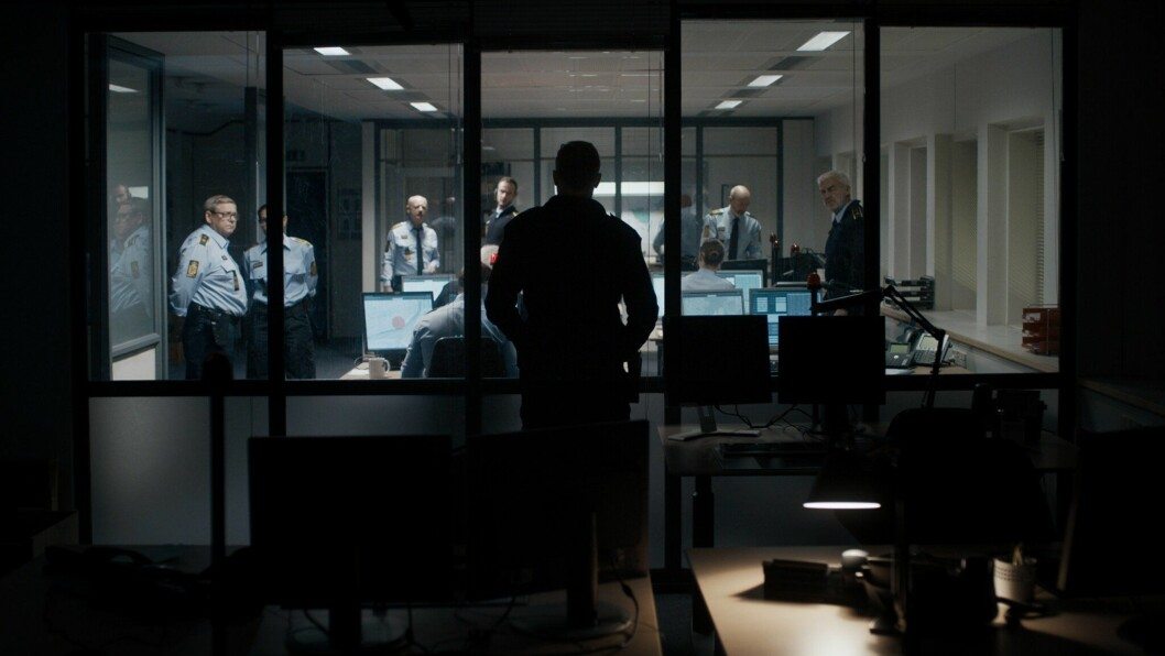 Hele handlingen i filmen foregår inne på en liten alarmsentral.