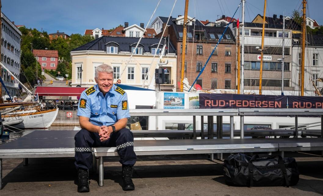 Bjørn Håvard Olsen er politikontakt i Kviteseid, Tokke og Fyresdal kommuner i Telemark. I Arendal forteller han politikere og publikum - og Politiforum - om hva han tenker om sin nye jobb.