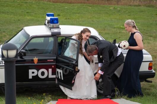 Bruden ankommer bryllupet.