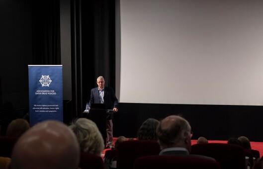 James Pugel under foredraget på Rusreformkonferansen.