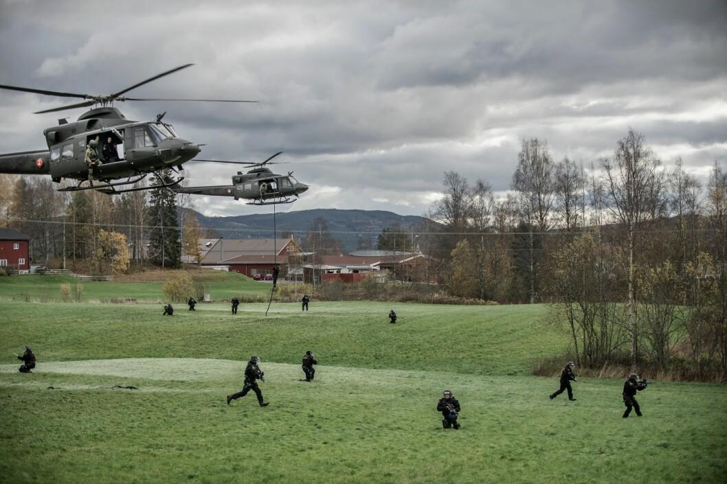 Beredskapstroppen må trolig gjøre seg klare for å bistå i Sverige. Det må også helikoptertjenesten, bombetjenesten og gissel- og forhandlertjenesten.