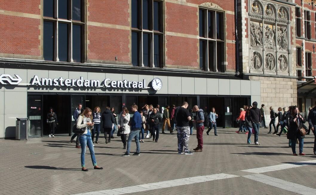 31. august gikk en mann til angrep på uskyldige på sentralstasjonen i Amsterdam.