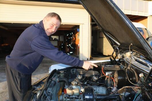 Jan Erik Thorsø har brukt mange timer og kroner både i motor og utenpå bilen.