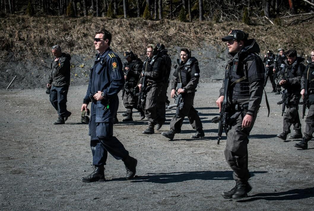 Ny Politihøgskole må ha plass til støyende skytebane for å gi studentene skikkelig trening. Det er det ikke mulig å få til i Oslo, skriver forfatterne.