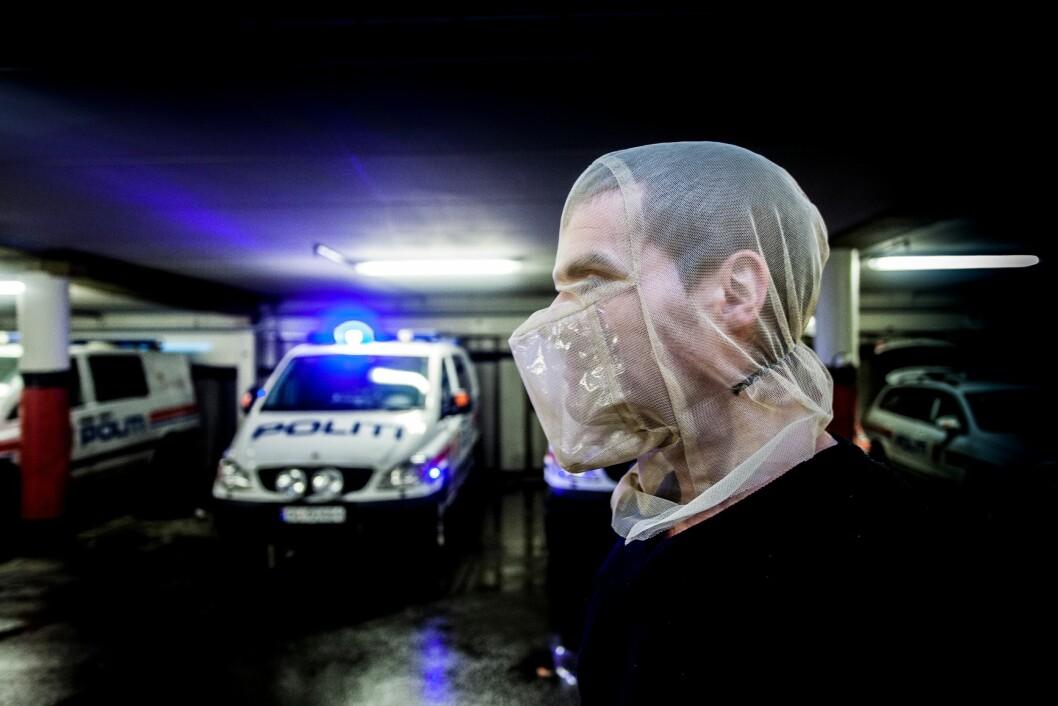 Politiet har spyttmasker de kan benytte, men ofte har de allerede blitt spyttet på før disse blir satt på.