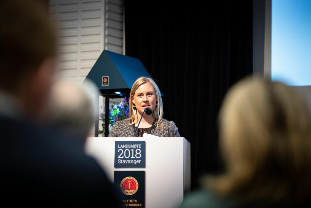 Justiskomiteens leder Lene Vågslid (Ap) snakker til Politiets Fellesforbunds (PF) landsmøte.