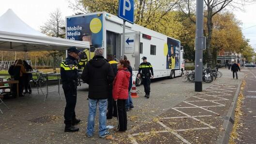 """Slik ser politiets """"mobile media lab"""" ut i Nederland, der publikum kan inviteres inn for å gi innspill til politiet."""