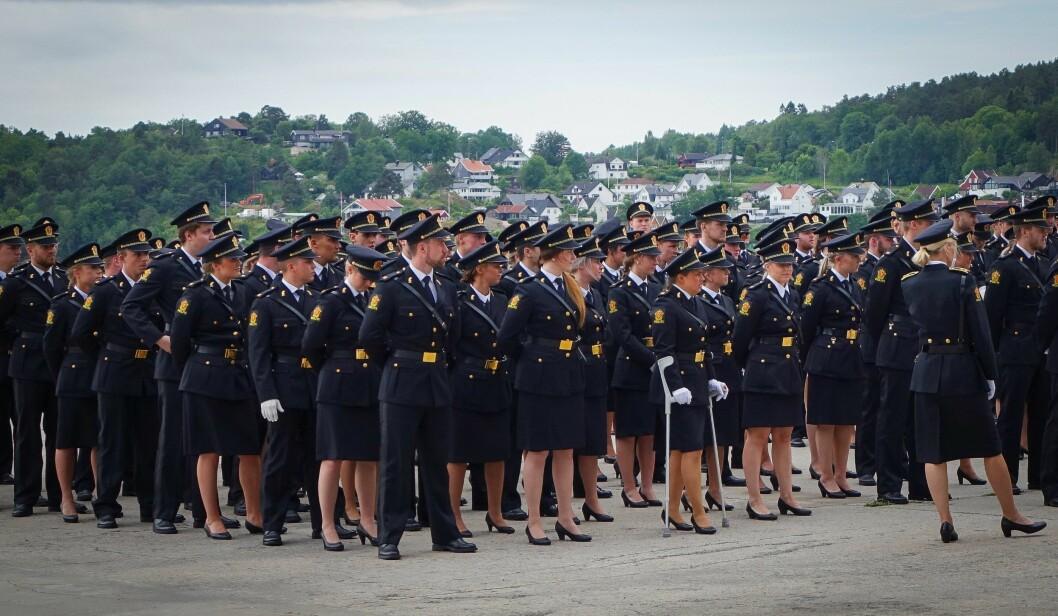 Over 160 politistudenter får hvert år utdelt sitt vitnemål på Bølgen kulturhus i Larvik.
