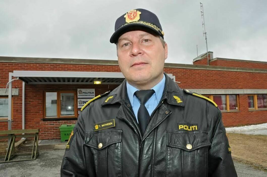SKAL IKKE SITTE INNE: Lensmann Tarjei Mathiesen kjenner seg ikke igjen i alle beskrivelsene fra brannvesen, ambulanse og politi. Politiet skal ikke forebygge mindre, mener Mathiesen, selv om han erkjenner at ikke alle prioriteringer han må pålegge de ansatte er akkurat det de ansatte ønsker.