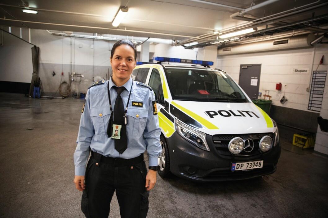 REKRUTTERER: Politibetjent Arnhild Holmlimo er teamleder for UEH i Oslo. Hun drifter et prosjekt som tar sikte på å få flere kvinner til å søke UEH i hovedstaden. – Hovedmålet er å få flere kvinner til å søke. Det er ingen kvotering, og det er det ekstremt viktig å poengtere. Vi tror det er mange dyktige, operative damer som ikke søker, sier hun.