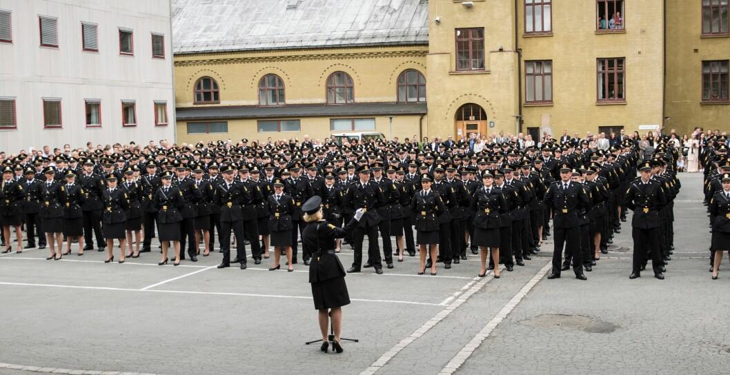 OPPTAKSKRAV: Jusstudent Espen Oseid Danielsen mener de fysiske opptakskravene ikke er saklige og nødvendige for alle som skal arbeide som politi. Bildet er tatt under avsluning ved Politihøgskolen i Oslo i 2016.