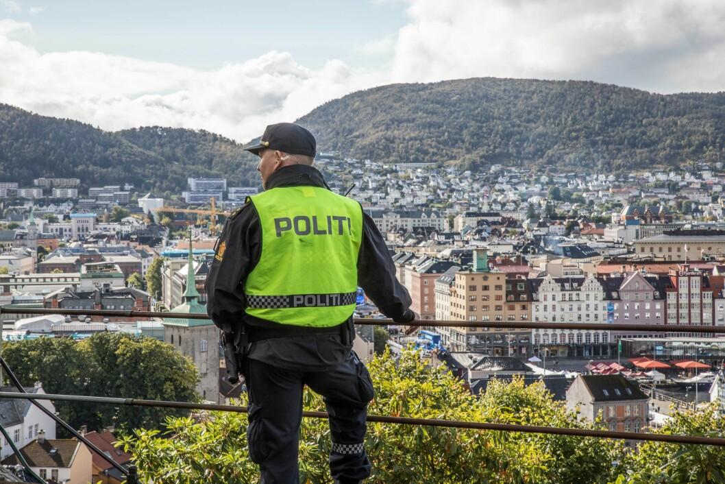 I Politiets innbyggerundersøkelse for 2018 svarer 77 prosent at de har ganske stor eller svært stor tillit til politiet. Det er seks prosentpoeng lavere enn i 2017.