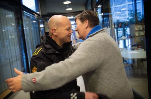 BAMSEKLEM: Under besøket på Sandefjord videregående skole støter Molland på miljøarbeider Stine Gunn Konglevoll.