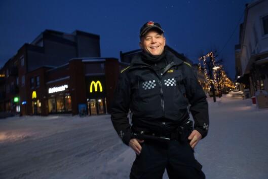 TILLIT: Espen Molland er et kjent fjes i Sandefjords gater. Han er en politimann som ungdommen har tillit til.
