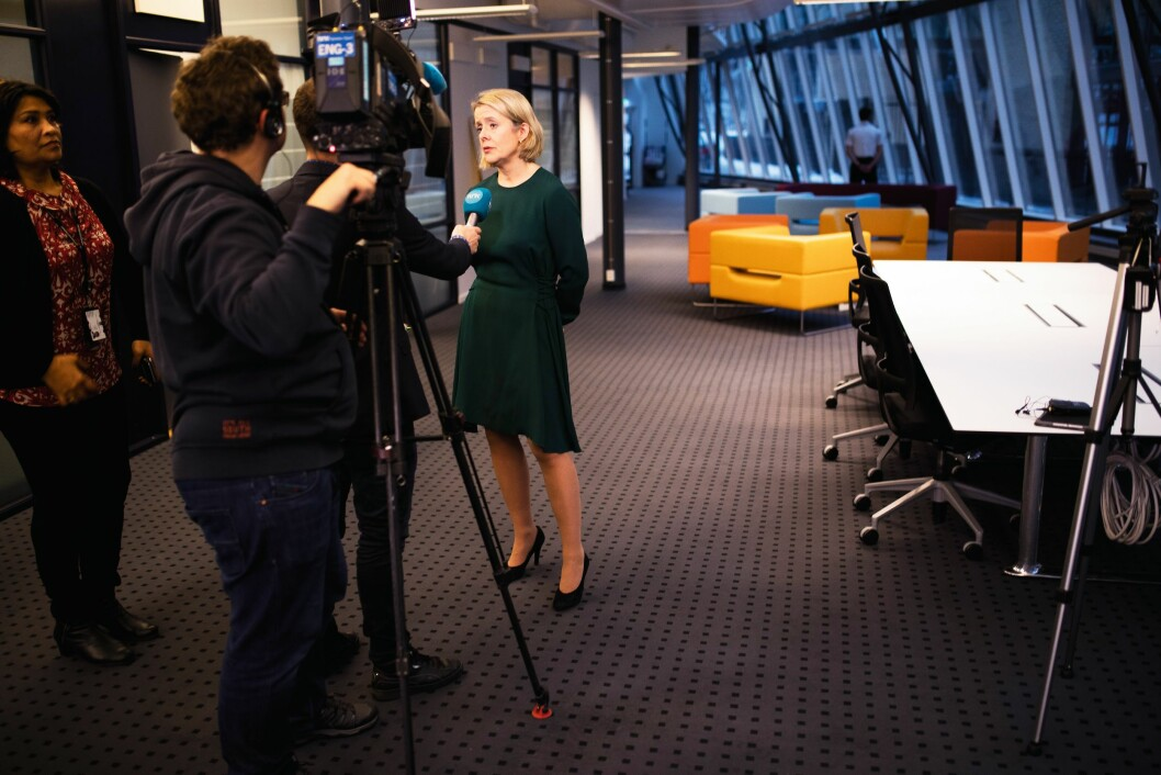Benedicte Bjørnland er vant til å være i media fra tiden som PST-sjef. Her blir hun intervjuet i forbindelse med at hun ble presentert som ny politidirektør før jul.