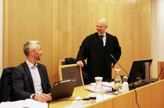 GIKK TIL SAK: Advokat Tor Erik Heggøy (t.h), som representerer Politiets Fellesforbund, og Espen Sjeggestad, partsrepresentant og forbundssekretær i Politiets Fellesforbund, under rettssaken i Oslo tingrett i mai.
