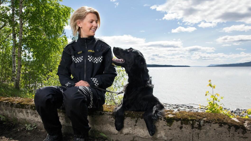 BRÅSTOPP: Politibetjent Tina Edvardsen får ikke fortsette som hundefører. Politikollegene skryter av jobben hun har gjort som hundefører, og reagerer sterkt på politimesterens håndtering av Edvardsen.