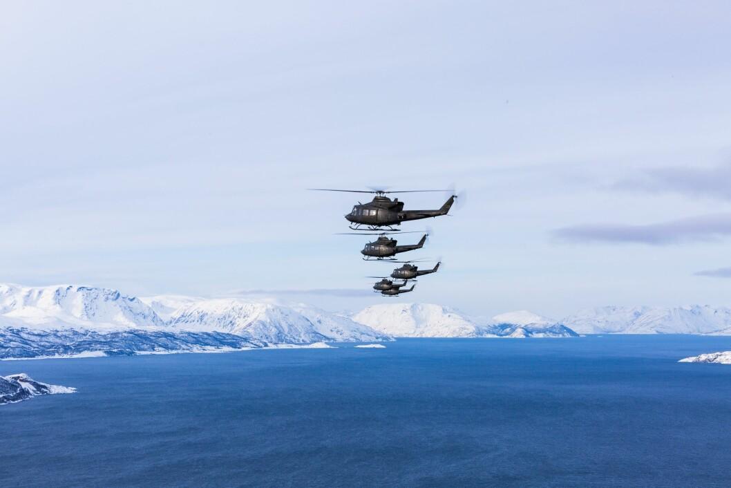 TREKKFUGLER: De fleste av Forsvarets Bell helikoptre flyr sørover fra Bardufoss til Rygge i løpet av høsten. Dermed må politiet få på plass en ny helikopterberedskap i Nord-Norge. Foreløpig er ennå ingenting klart.