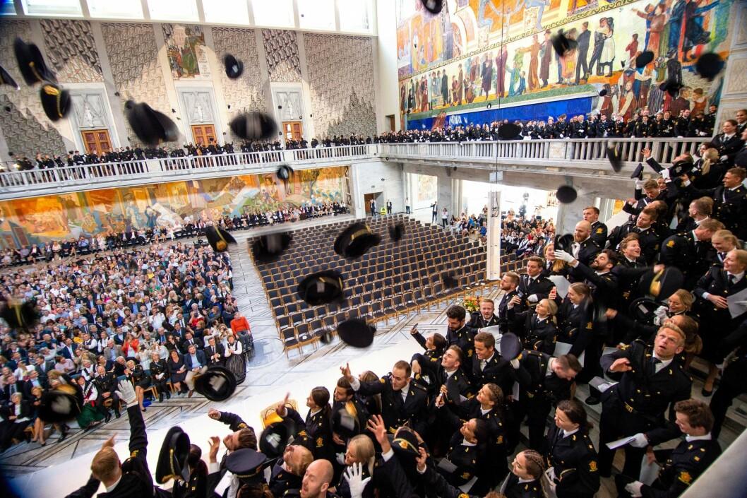 SISTE DAG MED GJENGEN: Glade politistudenter feirer uteksamineringen i Oslo rådhus 21. juni 2019. Hvor mange av dem som er i arbeid, er det ingen som vet.