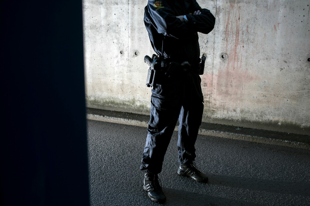 BÆREKRAFTIG: Beredskapstroppen har byttet ut tjenestevåpenet Heckler & Koch P30 (L) fordi de opplever at den har funksjonsfeil. Pistolen er fortsatt i bruk i resten av politiet.