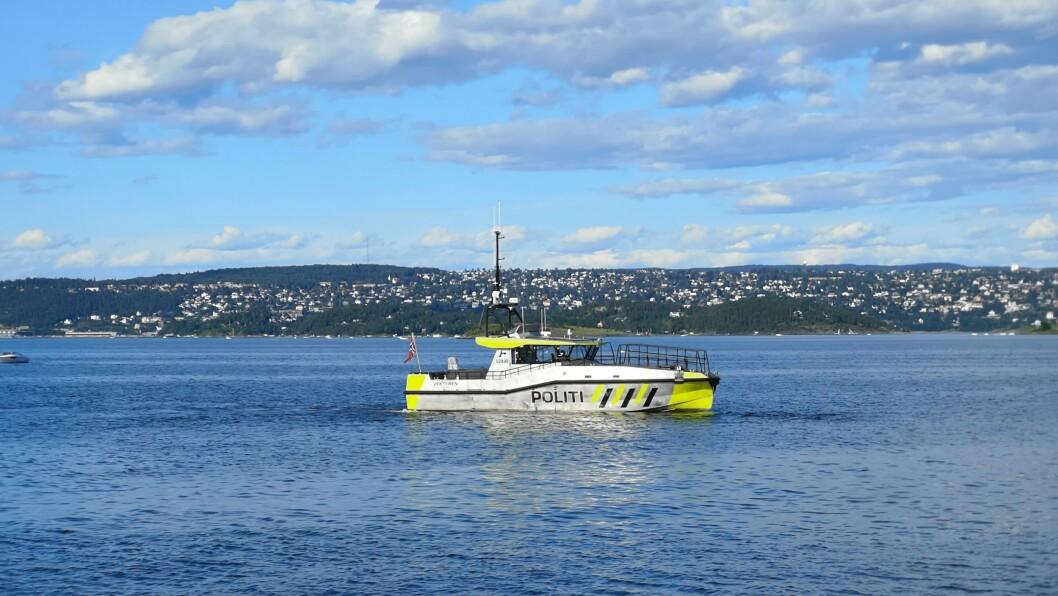 SYNLIG SJØTJENESTE: I båtlivsundersøkelsen fra 2018 peker båteiere på mer synlig politi som det viktigste ulykkesforebyggende tiltaket. Bildet er tatt i Oslo.