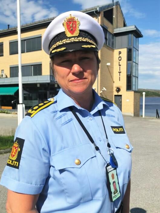 BEKYMRET: Unni Pedersen Stock, fungerende geografisk driftsenhetsleder i Finnmark politidistrikt, ber foreldrene til de unge mopedkjørerne om å komme på banen.