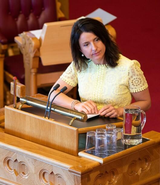 GIR SEG IKKE: Jenny Klinge (Sp) vurderer nå å fremme et representantforslag.