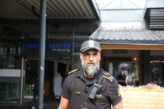 TILLIT: Politioverbetjent Masood mener det er viktig å sanksjonere når man må, men at man også starter å bygge tillit igjen med en gang etterpå.