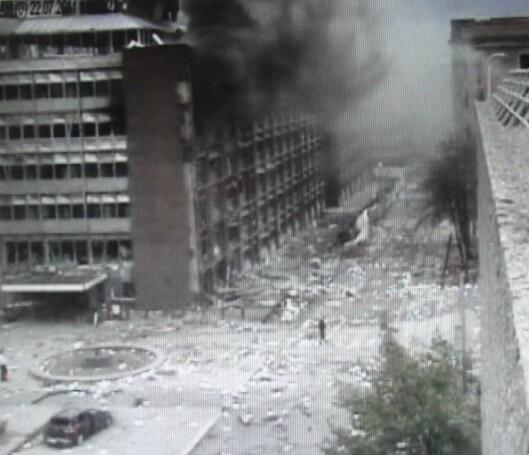 Overvåkningsbildet viser Thor Langli midt i de massive ødeleggelsene i regjeringskvartalet 22. juli 2011.
