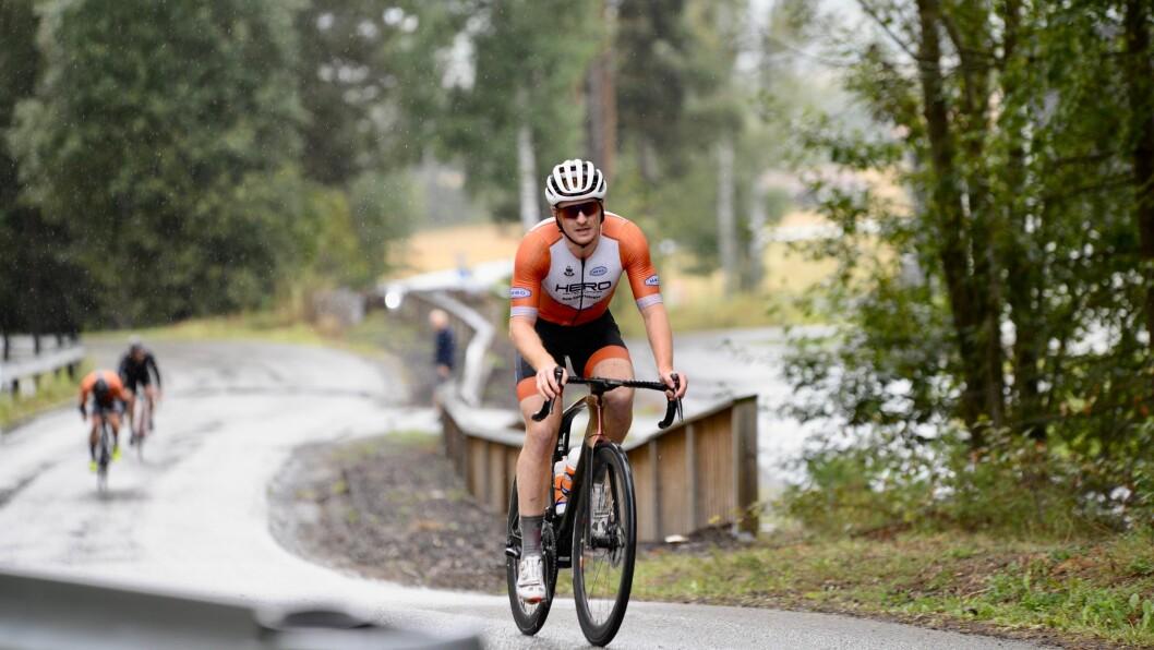 SEIERHERRE: Ole Jakob Haugen rykket fra konkurrentene mot slutten og vant landeveisrittet under årets politimesterskap på sykkel.