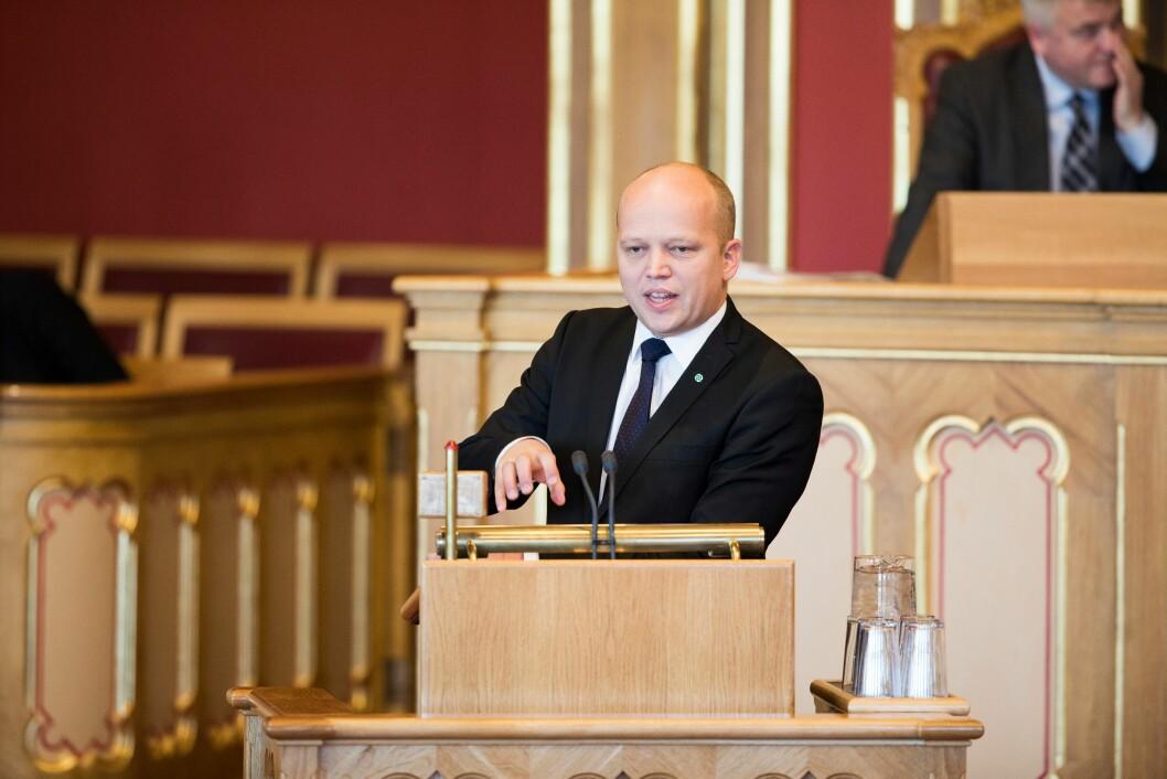 Trygve Slagsvold Vedum, leder av Senterpartiet, mener justisminister Jøran Kallmyr (Frp) fortsatt å skjønnmale politireformen, til tross for kritiske tilbakemeldinger.