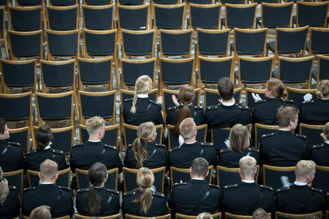 FÆRRE STUDENTER: Regjeringens forslag om å kutte antallet studenter ved Politihøgskolen (PHS) i Oslo, møter sterk motstand fra fagmiljøet ved skolen. Her fra uteksamineringen i Oslo rådhus i 2018.