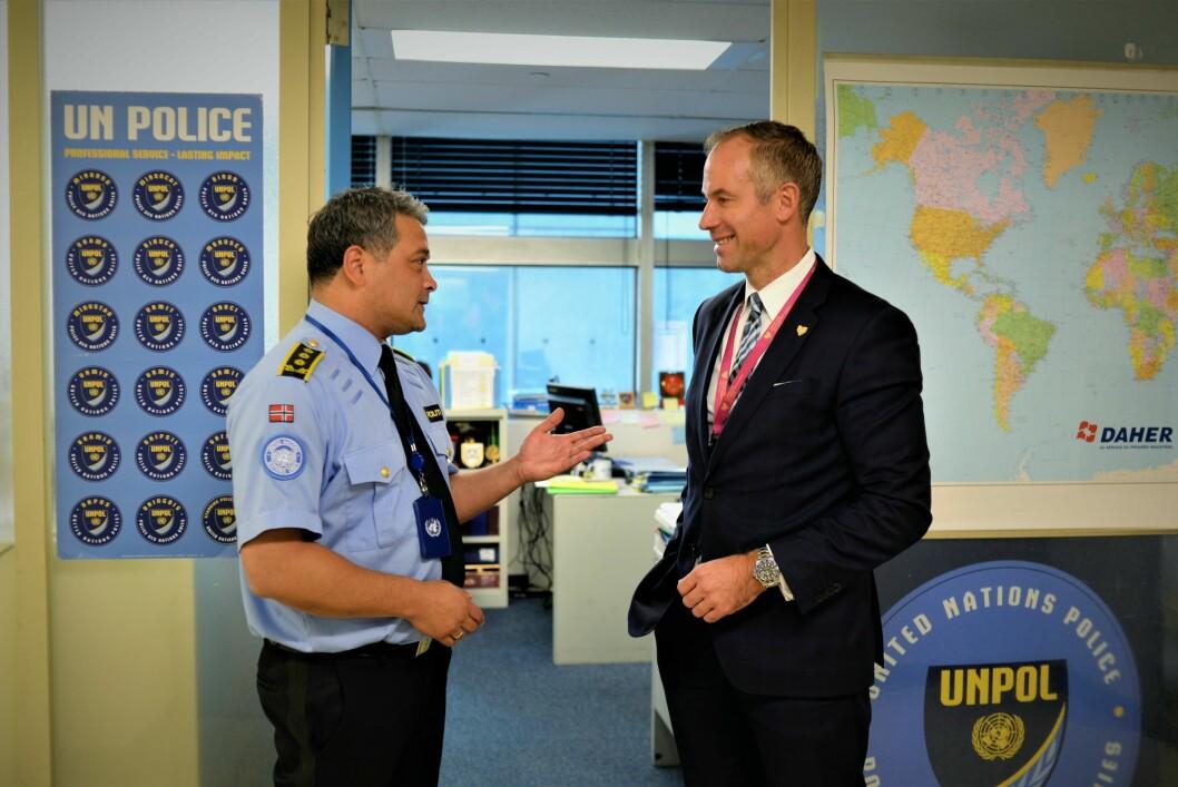 GULLGUTT: – Det er gull verdt å ha noen som kan implementere de strategiske prioriteringene Norge ønsker å jobbe med i FN, sier politiråd Jon Christian Møller (til høyre) om Hans-Petter Kielland.