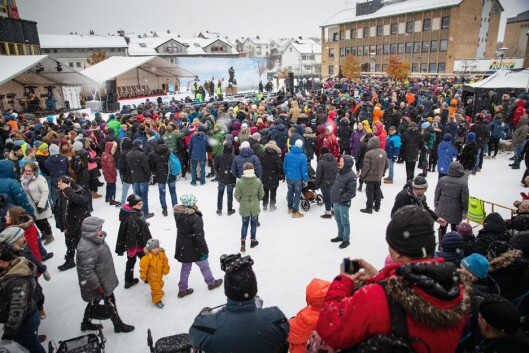 FOLKEHAV: Innbyggerne i Kirkenes og tilreisende fra begge sider av Schengen-grensa, trosset snø og kuldegrader, og møtte opp for å feire frigjøringsjubileet sammen med de fire VIP-ene. Ansvaret for sikkerheten var det Finnmark politidistrikt som sto for.