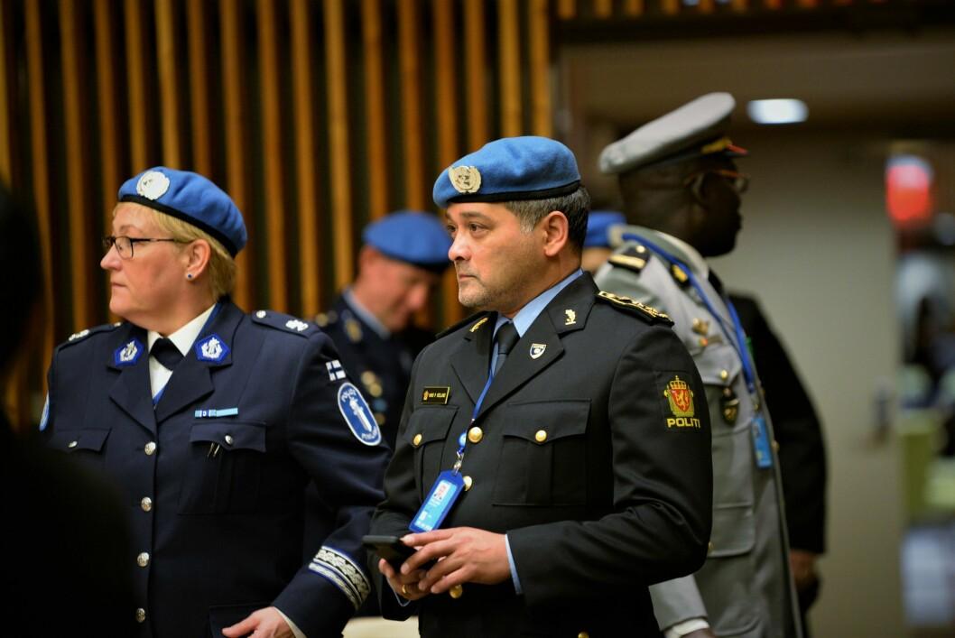 FJÆR I HATTEN: Hans-Petter Kielland er én av fire nordmenn som har kontrakt med FN. Dette er jobber det er beinhard konkurranse om.