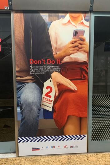 MARKEDSFØRING: Eksempel på en forebyggende plakat om seksuell trakassering på togstasjonen Dhoby Ghaut.