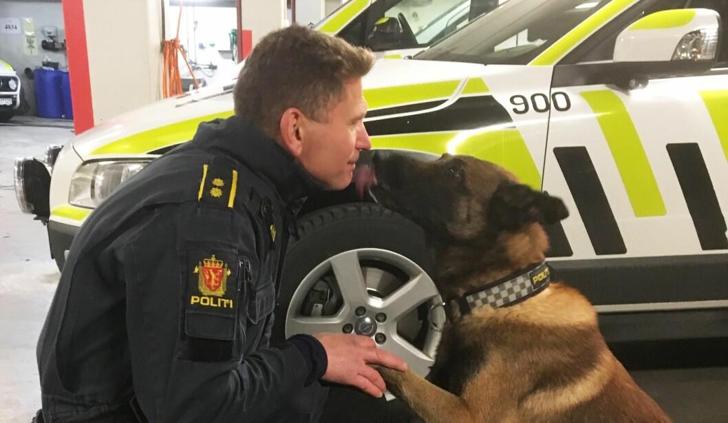 RADARPAR: Hundeførerspesialist Johan Sund Eliassen og malinoisen Eos (10,5) har vært et team i mange år. Selv om Eos egentlig er over pensjonsalder, er paret klare for to nye år.