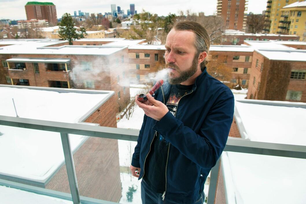 RØYKFULL: Michael Eymer håper cannabis kan bli et lovlig alternativ til alkohol verden over.