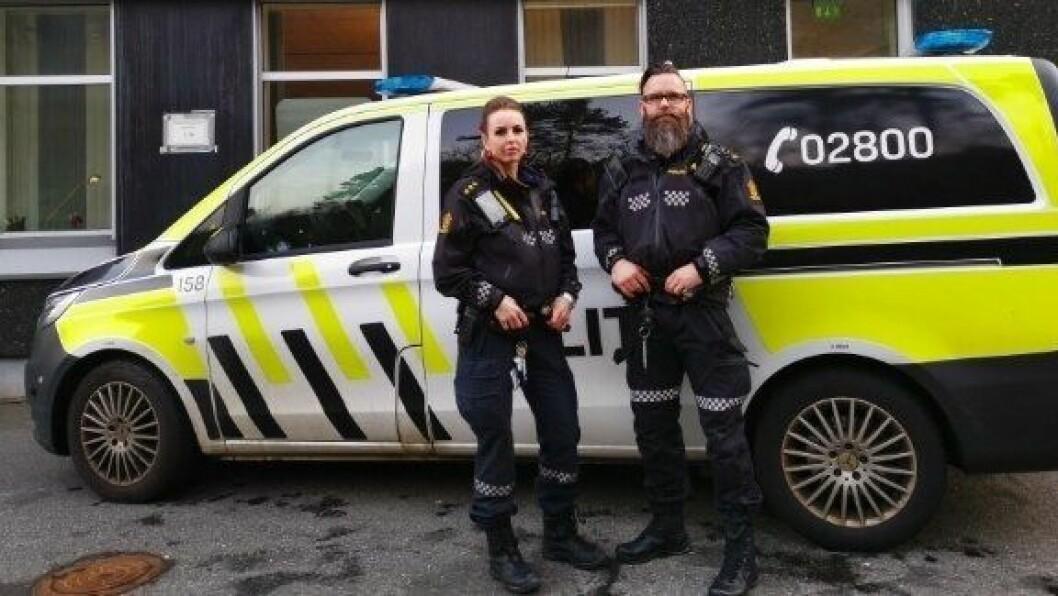 KLAR FOR JULEJOBBING: Blant dem som jobber på julaften er Bjørn Vidar og makkeren Kristine, som kjører patrulje på veiene i Bergens-området.