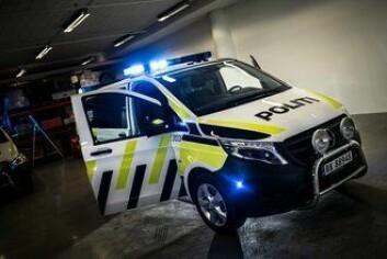 FORNØYD MED VITO: Mercedes-Benz Vito er allerede i bruk som politibil mange steder i landet. Nå er avtalen om å bestille flere av den blitt undertegnet.