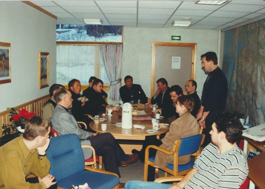 MØTEROMMET: På det daværende lensmannskontoret i Sjøvegan var det hektisk aktivitet den første tiden etter drapet.