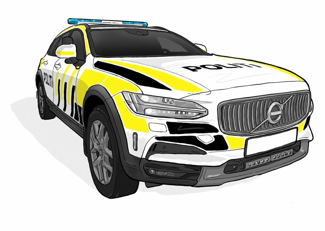 Ti leverandører meldte sin interesse i konkurransen om å levere nye biler til politiet, og fem ble kvalifisert til å delta i konkurransen. Valget falt på Volvo V90CC (tegningen) og Mercedens-Benz Vito.