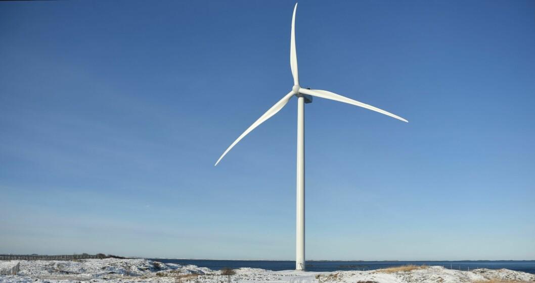 STØRSTE UTBYGGING I EUROPA: Når de enorme vindmølledelene skal fraktes på offentlig vei, trengs det bistand fra politiet.