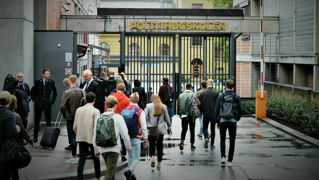 STENGES: All undervisning avlyses for bachelorstudenter ved Politihøgskolens studiesteder i Oslo, Stavern og Bodø, opplyser Politihøgskolen torsdag. Onsdag ble det også bestemt at all etter- og videreutdanning utsettes, bortsett fra nettstudier.